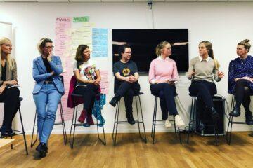 Debatpanelet består af (Fra højre mod venstre) Louise Fredbo Nielsen, Nete Green Johannsen, Silja Nyboe Andersen, Sofie Bladstad, Lotte Marschal, Marlene Nørgaard Carolus, og Ann-Christina Lykke.