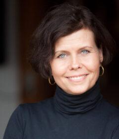 Birgitte Baadegaard er født i 1967. Hun er oprindeligt uddannet cand.merc., men arbejder i dag som forfatter og Feminine Leadership Mentor.