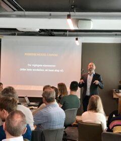 Anders Balch Berthelsen byder velkommen til Akademikernes a-kasses startup-program for iværksættere. Foto: Julie Askholm Wonsild
