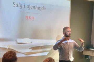 Reduan Arrahaoui var selv en del af eet af AKAs startup-programmer og han præsenterede mig for en helt ny måde at tænke kanvas-salg på. Foto: Julie Askholm Wonsild