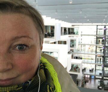 """Fra Lis Wittes egen post om nyheden """"Her er jeg med kolde ører efter en vindomsust cykletur ud til ITU for at skrive under på at blive ekstern lektor i Design Drevet Innovation. """""""
