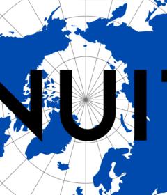Ord har ikke kun den betydning, de er blevet givet, de har også historien. For eskimo er historien om en ulige og voldelig kolonitid. Inuit betyder mennesker.