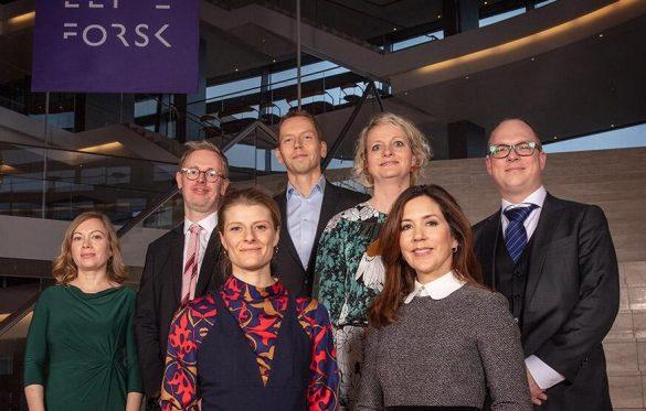 Årets fem EliteForsk-vindere spænder bredt og har alle opnået imponerende forskningsresultater. To af prismodtagerne er Professorerne Sine Reker Hadrup fra Danmarks Tekniske Universitet og Riikka Rinnan fra Københavns Universitet. Foto: Pressefoto