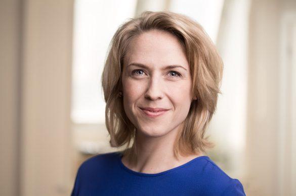 Nina Bendixen er uddannet journalist fra Syddansk Universitet i Odense og har i en årrække været vejrvært på 'TV-Avisen' og 'Vores Vejr'. Foto: Adam Sand