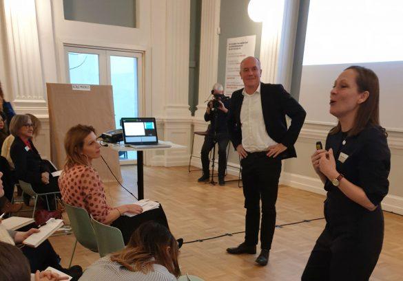 Ambassadøren for WED Liva Echwald-Tijsen og direktør for Erhvervshus Sjælland Mads Váczy Kragh svarer på spørgsmål om startups og iværksætteri til Women's Entrepreneurship Day 2019.  Foto: Anna Jankovic