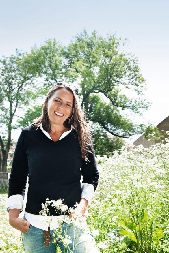 """Anne Hjernøe er blandt andet kendt som TV-kok i DR-programmerne """"Frilandshaven"""", """"Annemad"""" og flere rejseprogrammer sammen med journalist Anders Agger. Hun har også udgivet flere kogebøger. Foto: Franne Voigt"""