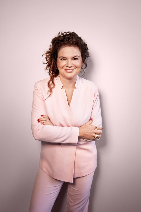 """Julie Lahme er 43 år gammel og driver Lahme Kommunikation med knapt 20 ansatte. Virksomheden tilbyder PR, kampagner og kommunikation og arbejder især med forbrugertrends, mode, mad og livsstilsprodukter. Hun har en cand. mag. i etnologi fra Københavns Universitet, er foredragsholder, forfatter og klummeskribent og optræder i TV-programmer som """"Et glimt af Danmark"""".  Foto: Carsten Seidel"""