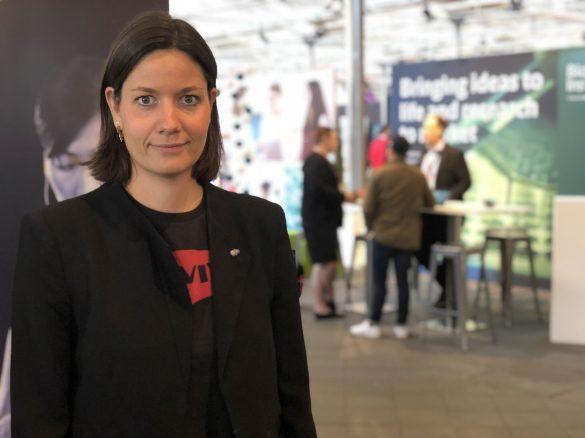 """Marie L. Bagger har en kandidat i sygepleje (cand. cur.) fra Århus Universitet. """"Jeg vil altid være sygeplejerske, også nu som iværksætter"""" fortæller den akademiske sygeplejerske smilende. Foto: Trine Askholm"""