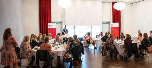 Medlemmerne af Foreningen for Kvindelige Virksomhedsejere var fredag samlet for at kåre Danmarks mest inspirerende kvinde. Der var masser af inspiration og god stemning. Foto: Lars Schmidt / schmidtaps.com