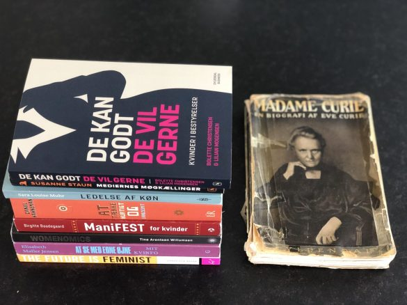 På redaktionen er vi enige om, at historier om rollemodeller er noget vi husker langt bedre end indholdet af ledelseshåndbøger. Et eksempel på en bog som chefredaktør Trine Askholm husker er bogen  Madam Curie, som hun læste da hun var 14 år gammel i 1994. Foto: Innovator Q